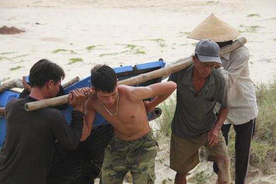Quảng Trị cấm tàu thuyền ra khơi, cho học sinh nghỉ học để tránh bão số 5 ảnh 3