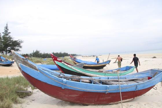 Quảng Trị cấm tàu thuyền ra khơi, cho học sinh nghỉ học để tránh bão số 5 ảnh 5