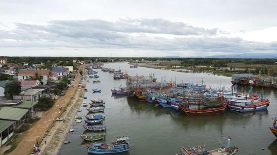 Quảng Trị cấm tàu thuyền ra khơi, cho học sinh nghỉ học để tránh bão số 5 ảnh 7
