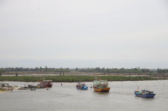 Quảng Trị cấm tàu thuyền ra khơi, cho học sinh nghỉ học để tránh bão số 5 ảnh 6