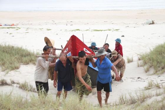 Quảng Trị cấm tàu thuyền ra khơi, cho học sinh nghỉ học để tránh bão số 5 ảnh 2