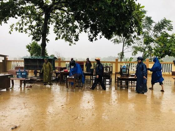 Quảng Trị: Giúp người dân khắc phục hậu quả khi lũ rút ảnh 3