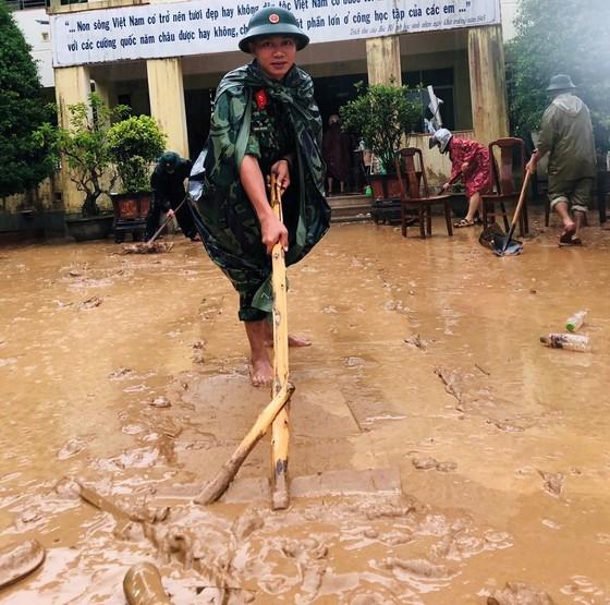 Quảng Trị: Giúp người dân khắc phục hậu quả khi lũ rút ảnh 1