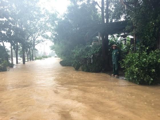 Quảng Trị: Giúp người dân khắc phục hậu quả khi lũ rút ảnh 2