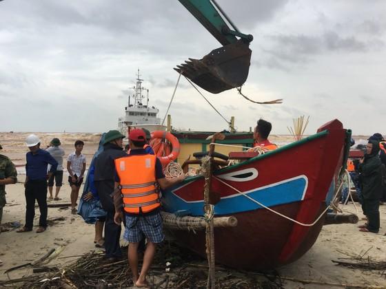 Khẩn trương cứu nạn 8 thuyền viên gặp nạn ở biển Quảng Trị ảnh 2