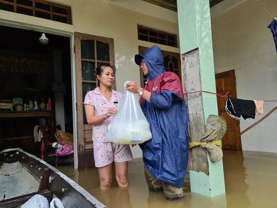 Báo SGGP tiếp tục hỗ trợ người dân vùng lũ Quảng Trị ảnh 5