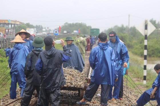 Tuyến đường sắt Bắc - Nam đoạn qua Quảng Trị bị sạt lở ảnh 1
