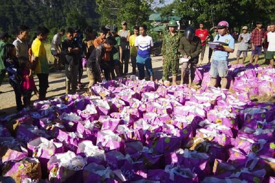 Hướng Việt tan hoang sau lũ, 2 lần tiếp tế khẩn cấp bằng trực thăng ảnh 17