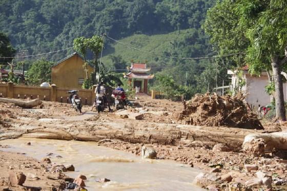 Hướng Việt tan hoang sau lũ, 2 lần tiếp tế khẩn cấp bằng trực thăng ảnh 8