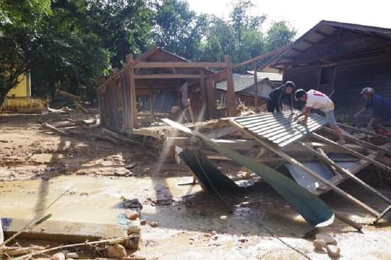 Hướng Việt tan hoang sau lũ, 2 lần tiếp tế khẩn cấp bằng trực thăng ảnh 6