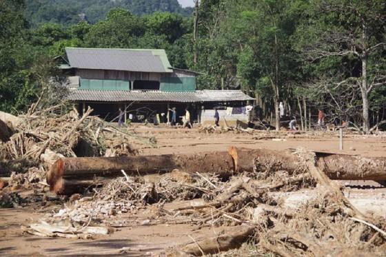 Hướng Việt tan hoang sau lũ, 2 lần tiếp tế khẩn cấp bằng trực thăng ảnh 9