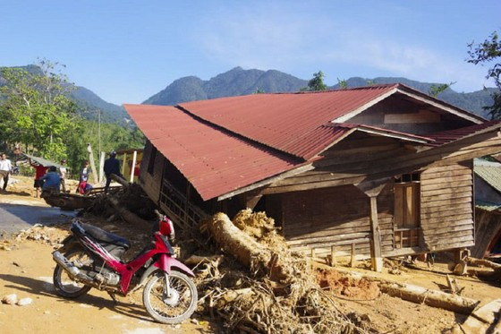 Hướng Việt tan hoang sau lũ, 2 lần tiếp tế khẩn cấp bằng trực thăng ảnh 5