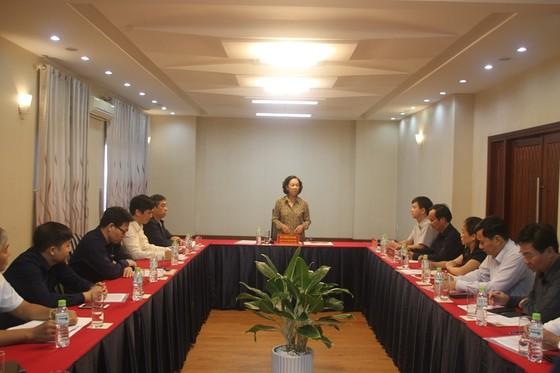 Trưởng Ban Dân vận Trung ương thăm hỏi, động viên người dân vùng lũ tỉnh Quảng Trị ảnh 1