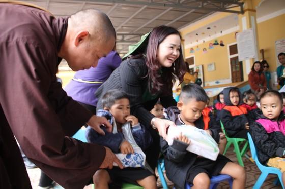 Quảng Trị: Tặng quà cho người dân hai bên biên giới Việt Nam - Lào bị ảnh hưởng bởi bão lũ  ảnh 4