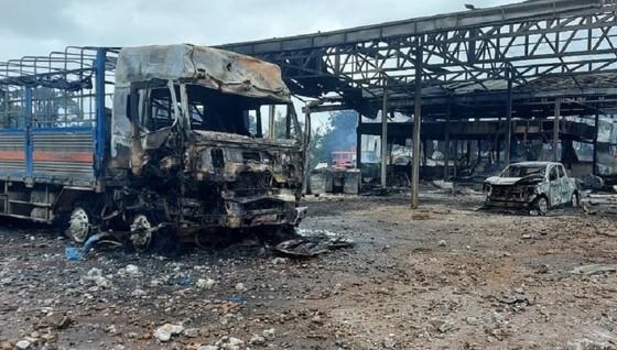 Xe chở hàng phát nổ gây cháy lớn tại khu vực biên giới Việt Nam - Lào ảnh 1