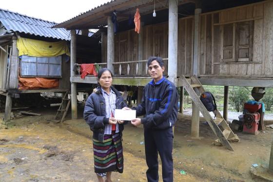 Báo SGGP trao tiền hỗ trợ hoàn cảnh khó khăn tại Quảng Trị ảnh 1