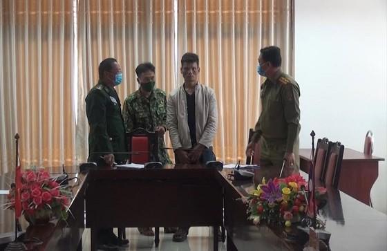 Quảng Trị: Bắt giữ đối tượng người Lào vận chuyển 8 kg ma túy đá ảnh 1