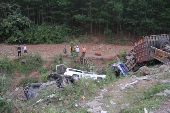Xe đầu kéo mất lái gây tai nạn liên hoàn khiến nhiều người bị thương  ảnh 7