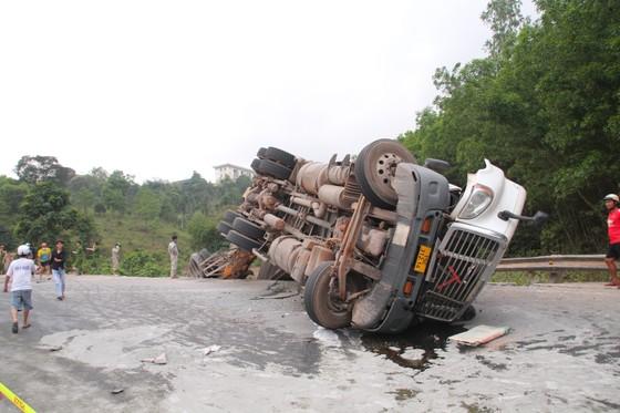 Xe đầu kéo mất lái gây tai nạn liên hoàn khiến nhiều người bị thương  ảnh 1