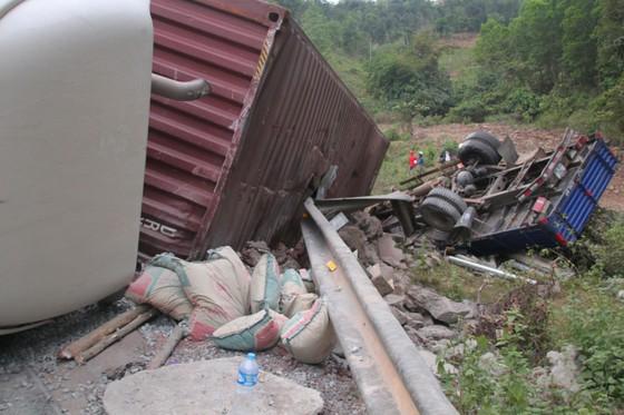 Xe đầu kéo mất lái gây tai nạn liên hoàn khiến nhiều người bị thương  ảnh 4