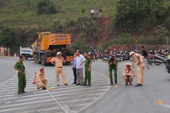 Xe đầu kéo mất lái gây tai nạn liên hoàn khiến nhiều người bị thương  ảnh 3