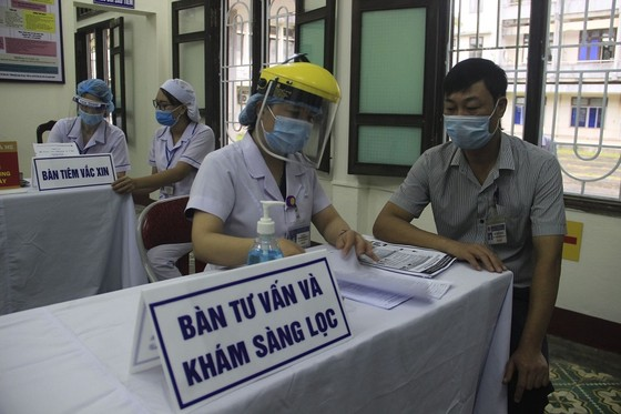 Quảng Trị: Tiêm vaccine Covid-19 cho lực lượng tuyến đầu phòng, chống dịch ảnh 1