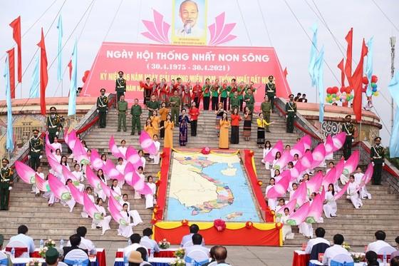 Trang trọng lễ thượng cờ thống nhất non sông ở đôi bờ Hiền Lương - Bến Hải  ảnh 2