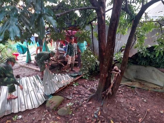 Dông lốc làm tốc mái hàng chục nhà dân ở Quảng Trị ảnh 2