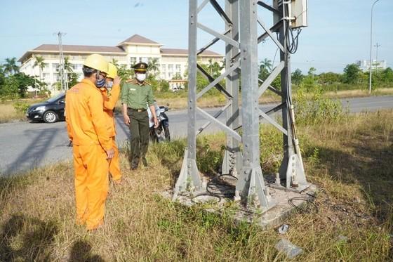 Quảng Trị: Hàng chục thanh giằng cột điện bị tháo trộm ảnh 1