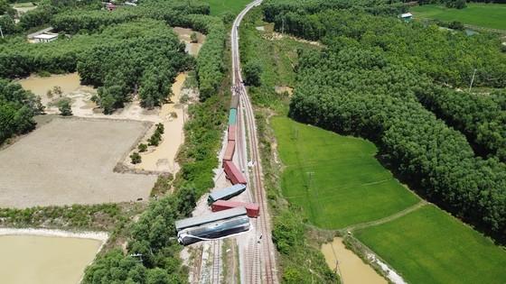 Tàu trật bánh, đường sắt Bắc – Nam qua Quảng Trị tê liệt nhiều giờ ảnh 1