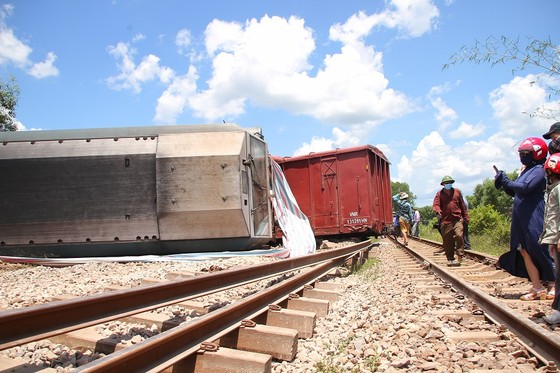 Tàu trật bánh, đường sắt Bắc – Nam qua Quảng Trị tê liệt nhiều giờ ảnh 2