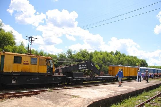 Tàu trật bánh, đường sắt Bắc – Nam qua Quảng Trị tê liệt nhiều giờ ảnh 3