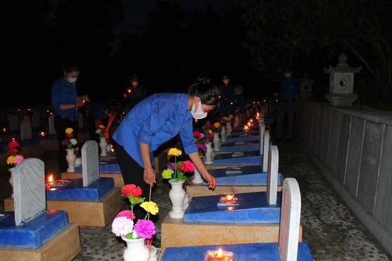 Quảng Trị: Hơn 54.000 ngọn nến tri ân thắp sáng nghĩa trang liệt sĩ  ảnh 3