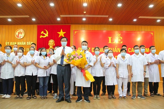 Quảng Trị: 35 bác sĩ, nhân viên y tế lên đường hỗ trợ Bình Dương chống dịch  ảnh 1
