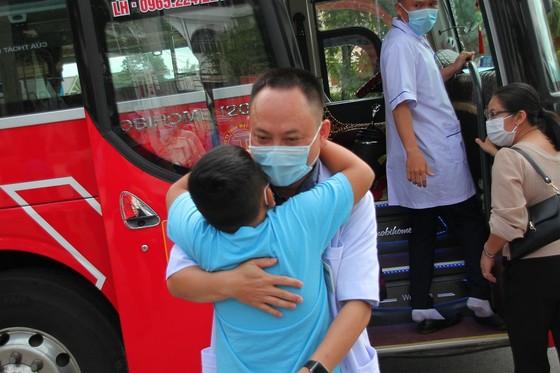 Quảng Trị: 35 bác sĩ, nhân viên y tế lên đường hỗ trợ Bình Dương chống dịch  ảnh 3