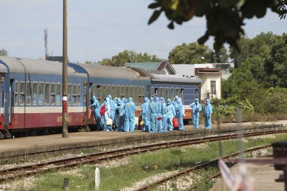Chuyến tàu chở gần 400 người dân Quảng Trị từ TPHCM về tới quê nhà  ảnh 2