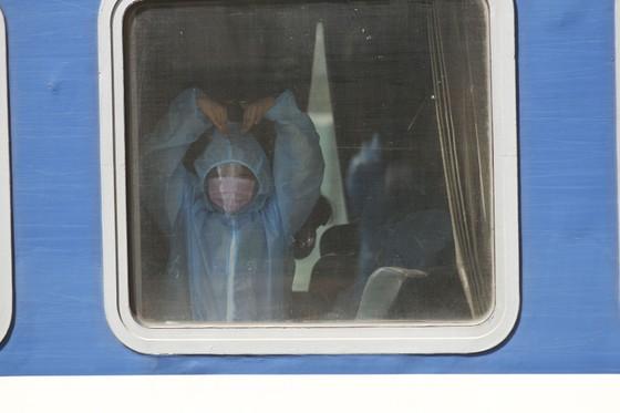 Chuyến tàu chở gần 400 người dân Quảng Trị từ TPHCM về tới quê nhà  ảnh 7