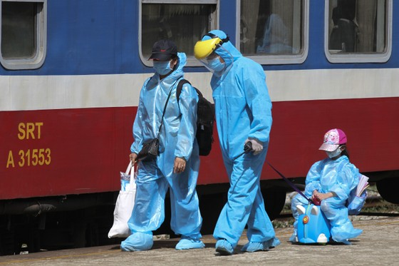 Chuyến tàu chở gần 400 người dân Quảng Trị từ TPHCM về tới quê nhà  ảnh 8
