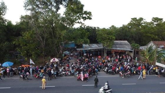 Công an Quảng Trị bảo quản hàng ngàn xe máy để lại chốt y tế ảnh 1