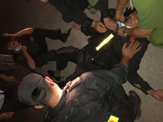 Vụ 5 chiến sĩ công an bị thương khi bảo vệ vận chuyển thiết bị điện gió ở Quảng Trị: Khởi tố vụ án ảnh 1