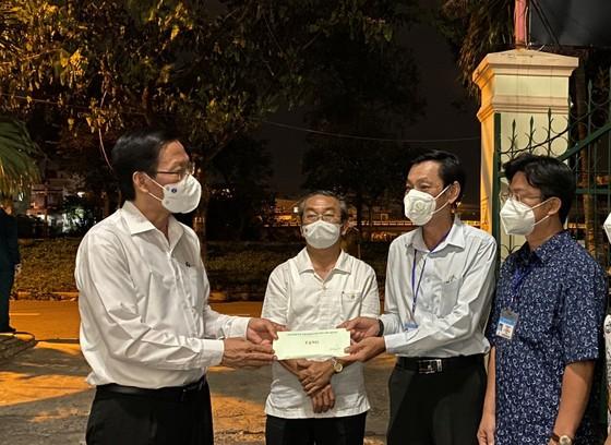 Chủ tịch UBND TPHCM Phan Văn Mãi: 'Đêm hôm cũng phải có thuốc cho người dân' ảnh 2