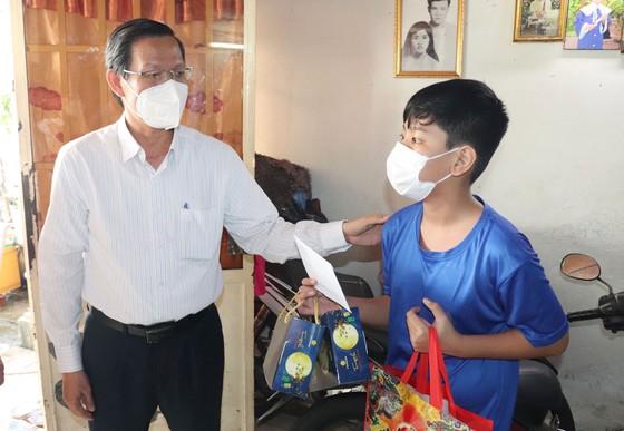 Chủ tịch UBND TPHCM Phan Văn Mãi: 'Thành phố sẽ chăm lo các cháu' ảnh 3