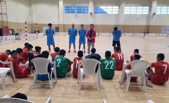 Sân đấu của tuyển futsal Việt Nam đá play-off World Cup đã được sửa chữa ảnh 2