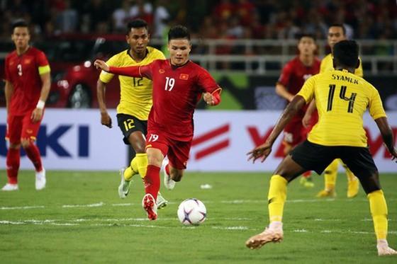 Đội tuyển Việt Nam đánh bại Malaysia tại chung kết AFF Cup 2018. Ảnh: MINH HOÀNG