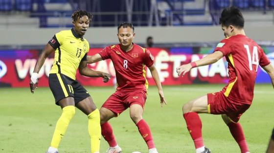 Báo Malaysia: Đội nhà tơi tả, dự đoán tuyển Việt Nam đi tiếp ảnh 1