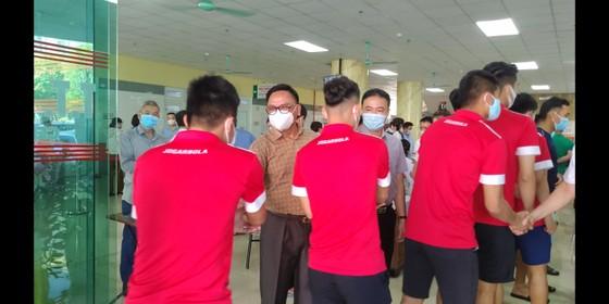Cầu thủ Thanh Hóa tiêm mũi vaccine đầu tiên ngừa Covid-19 ảnh 1