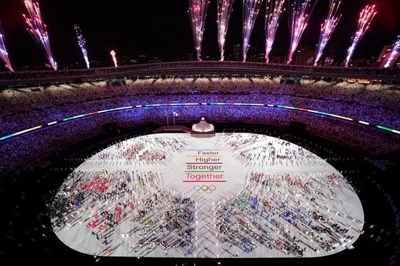 Khai mạc kỳ Olympic đặc biệt nhất trong lịch sử ảnh 1