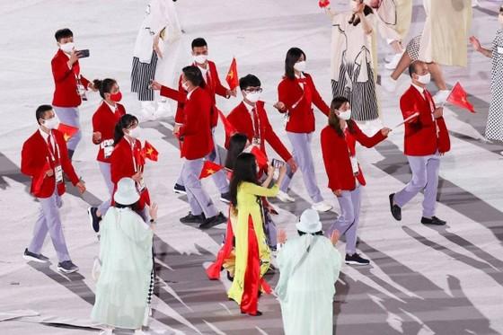 Đoàn thể thao Việt Nam diễu hành tại Lễ khai mạc Olympic Tokyo 2020. Ảnh: Getty Images