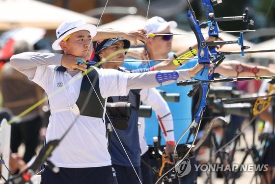 Nam sinh cấp 3 đánh bại kỷ lục gia thế giới trong ngày ra mắt Olympic ảnh 1