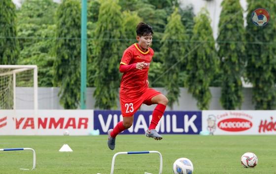 'Đàn chị' chia sẻ bí quyết để có chỗ đứng ở đội tuyển Việt Nam ảnh 1